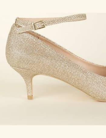 b3a0e6543a2 Wide Fit Gold Glitter Pointed Kitten Heels New Look from New Look