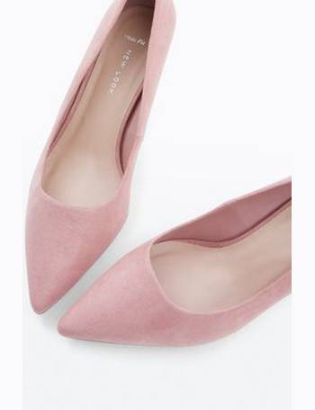 3b9b5c584657 Wide Fit Pink Suedette Kitten Heel Courts New Look from New Look