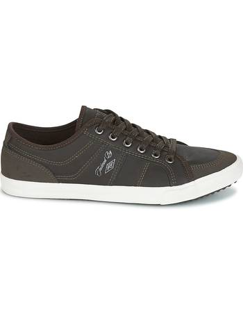 Umbro. DOYTON men's Shoes (Trainers) in Brown