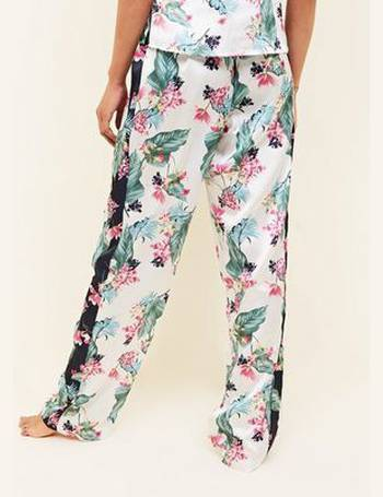 387d2d63f5e Soraya Tall Off White Floral Leaf Print Satin Pyjama Trousers New Look from  New Look